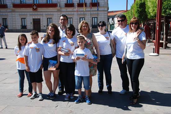 Diego Ortega y Concepción Sánchez con los niños enfermos y sus familias