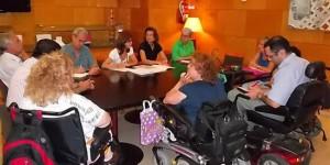 Reunión de representantes del patronato con miembros del PSOE local (archivo)