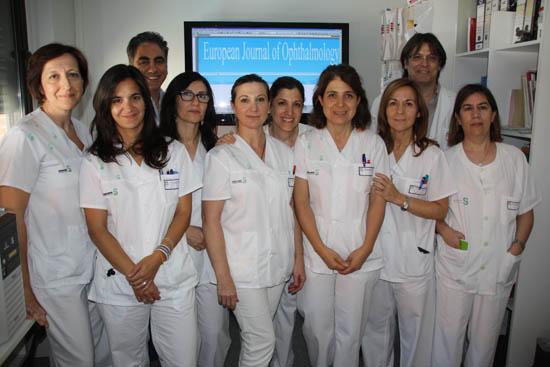 Enfermeras autoras del artículo junto a jefe OFT y de investigación