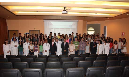 Foto familia del consejero Educación con alumnos Mancha Centro