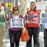 """ADICAE y los afectados por las preferentes de Bankia cierran su ciclo de """"toques"""" a la entidad"""