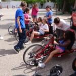 El ciclista Sergio LaPeña visita el CEIP Juan de Austria de Alcázar de San Juan