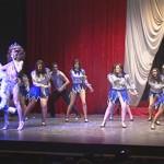 El artista Juan David Ramos 'Star Glam' protagonizó un espectáculo benéfico a favor de Cocemfe Asmicrip