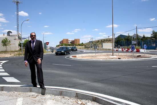 herencia rotonda con alcalde y residencia mayores al fondo