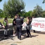 Ciudad Real: Denuncian agresión de la policía durante una protesta contra la instalación de un helicóptero de guerra en una rotonda