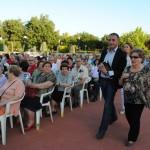 El alcalde de Valdepeñas asistió a la fiesta de San Juan del Centro de Mayores del Lucero