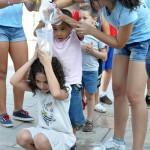 La Asociación Juvenil El Quijote propone una gymkhana de agua para combatir el rigor del verano
