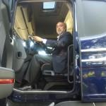 El alcalde de Manzanares, en la presentación de la nueva cabina Scania Streamline