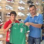 Malagón dedica una camiseta a José Domíguez con motivo de su participación en el Campeonato de España de Pesca