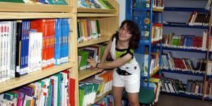 Fátima en la biblioteca