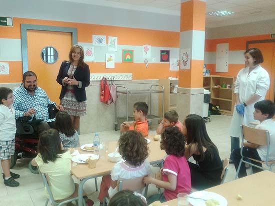 Autoridades locales, de visita al comedor escolar