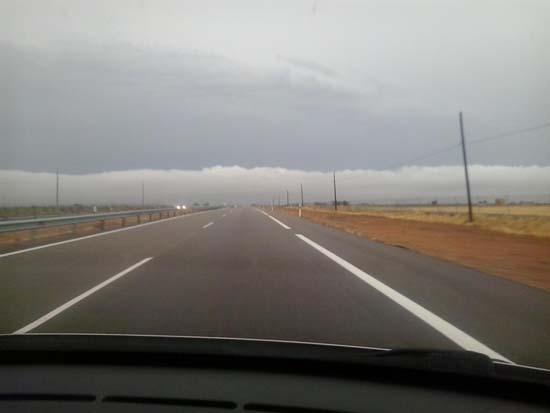 Amenazadores nubes en Manzanares, hace unos instantes (@consume_bien)