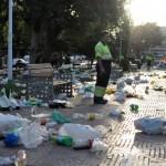 Detenida una persona por arrojar botellas a los operarios de limpieza y atacar a un Policía Local
