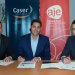 AJE firma un convencio de colaboración con la aseguradora Caser
