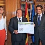 Tirado recibe los Presupuestos Generales de Castilla-La Mancha para 2014 en tiempo y forma