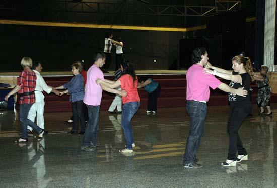 Un momento de los cursos de baile que organiza la entidad