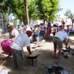 Daimiel: La comida de hermandad de las peñas llena de colorido el Parque del Carmen