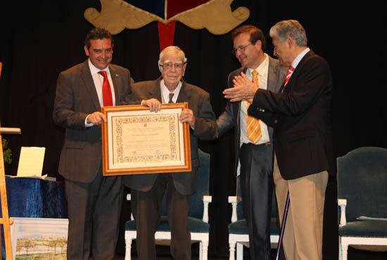 homenaje a Don Rogelio junio 2013, centenario y entrega placa mérito social