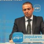 Martín-Toledano acusa al PSOE de «alinearse con la opacidad»