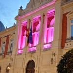 AMUMA ilumina de rosa la Diputación por las mujeres con cáncer de mama y pide la complicidad del Ayuntamiento para el próximo 19 de octubre