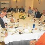 El presidente de la Fundación para el Vino y la Nutrición (FIVIN), Domingo Valiente, explica al Club Rotario de Ciudad Real las ventajas de la dieta mediterránea