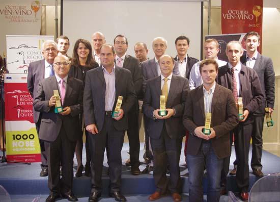 entrega premios, foto grupo premiados y autoridades