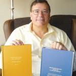 La sección local de la biblioteca municipal se enriquece con dos libros del doctor Gómez-Cambronero