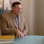 El alcalde de Manzanares felicita al doctor Gómez-Cambronero por sus éxitos científicos