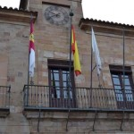 El alcalde de Almagro retira la bandera de Europa de la fachada del Ayuntamiento como «gesto de apoyo a las víctimas del terrorismo»