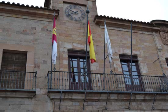 retiradabanderaunioneuropea 001-Almagro