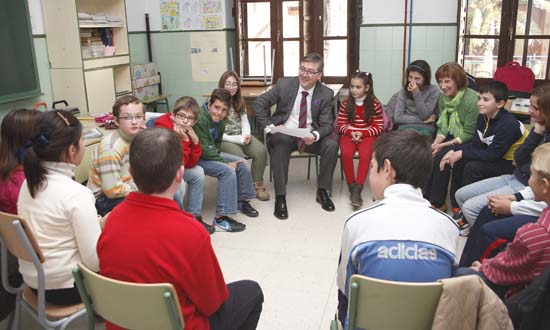Marcial Marín visita el colegio Castellar de Santiago-15
