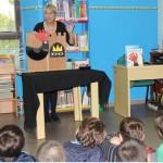 Los niños de Villarrubia disfrutaron con la escritora Paula Carbonell en el Día de las Bibliotecas
