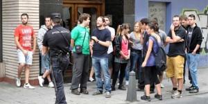 Grupo de manifestantes frente al Museo Provincial de Ciudad Real