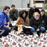 Zurullos por doquier en la Plaza del Pilar de Ciudad Real para reivindicar el derecho al saneamiento