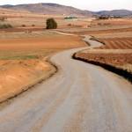 El Ayuntamiento de Calzada de Calatrava arregla más de 40 kilómetros de caminos del término municipal