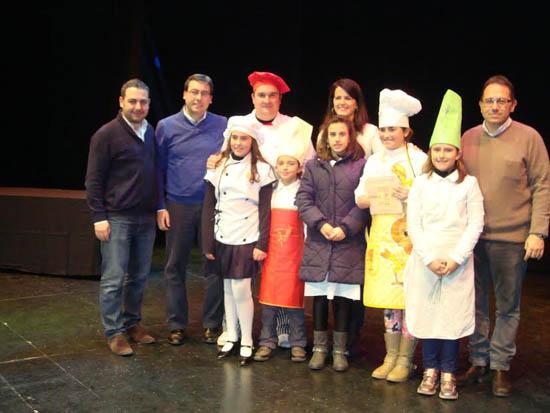 Alc zar celebra el gran desfile de comparsas y carrozas for Piscina municipal los cristianos