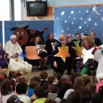 Los abuelos actúan para sus nietos: El Centro de Mayores de Daimiel se llena de niños para ver una obra de teatro