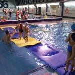 Manzanares: Los 400 alumnos de los cursillos de natación cierran el trimestre con juegos acuáticos