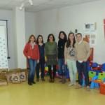 Juventudes Socialistas de Miguelturra entraga los juguetes y material escolar recogidos en su campaña solidaria a los servicios sociales