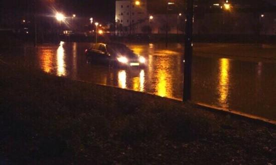 Rotonda del hospital inundada. Foto: @danielruizcoron