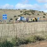 Un camión se queda atravesado en la Autovía del IV Centenario después de que el conductor perdiera el control del vehículo