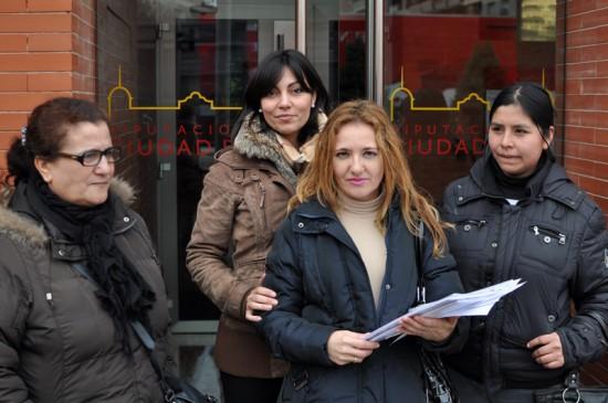 Entrega de firmas en la Diputación