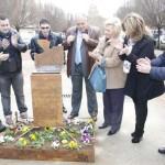 Argamasilla de Calatrava rinde homenaje a la paz con un monolito en recuerdo a la víctimas del terrorismo