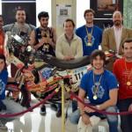 El piloto de motos Antonio Valero entrega los premios del día del patrón de la Escuela de Industriales de Ciudad Real