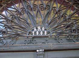 Puerta de la desaparecida vivienda de los dueños