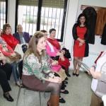 La alcaldesa de Puertollano defiende los derechos de la mujer en el barrio Libertad