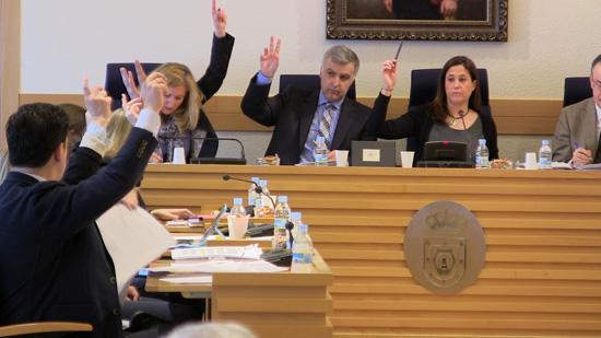 Equipo de gobierno votando en el Pleno
