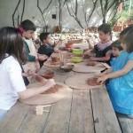 El taller infantil del centro alfarero La Estación cuelga el cartel de completo