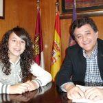 El alcalde despide a Esther Martín Pozuelo antes de partir a Serbia con la Sub-16