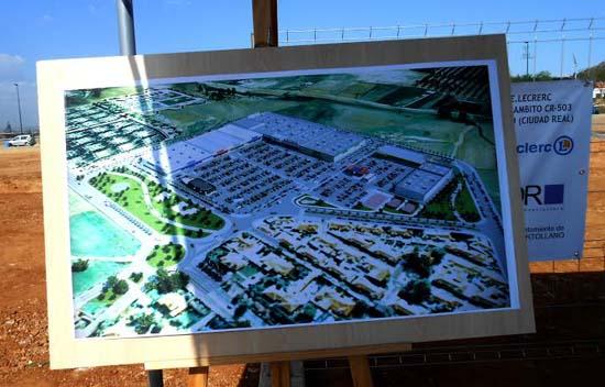 Panel con una recreación de la futura superficie comercial